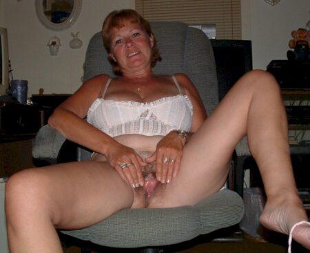 Belle femme infidèle sexy qui cherche un bon plan cul pour femmes mariées