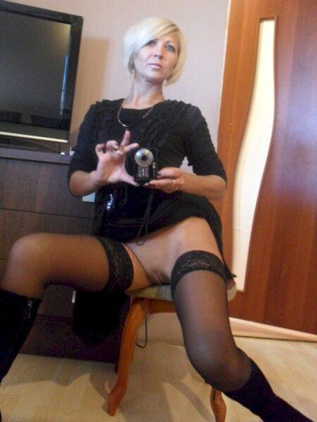 Cougar coquine soumise pour gars qui aime la domination
