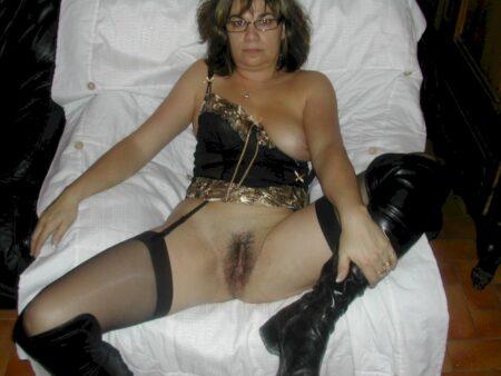 Je suis très souvent disponible de nuit pour un plan sexe