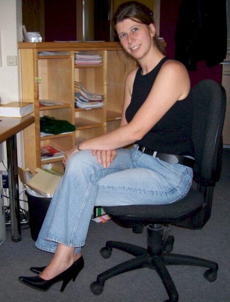 Jeune femme coquine docile pour coquin directif de temps à autre libre