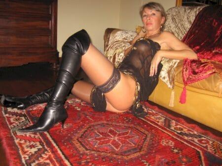 Pour un plan sexe sans lendemain avec une femme cougar sexy